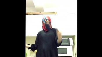 fabulous  dance in abaya