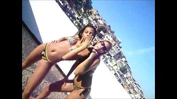 2 Sexy Brazilian Teens shaking ass