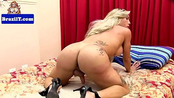 Bigbooty latina shemale pulling on her rod