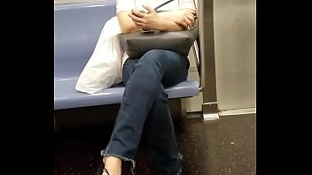 candid chinese chick uber-sexy feet
