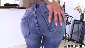 Sexy Bella shakes her big ass on her boyfriend with a BBC