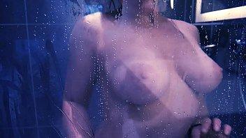 MASTURBATION SOUS LA DOUCHE &ndash_ Purple Rain