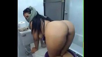 Arab muslim bitch showing boobs and big ass on webcam