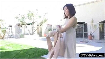 Teen good looking babe shows sexy ass outdoor