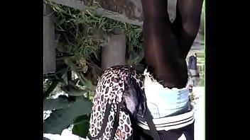 ricas piernas de jovencita en undies negras parte 1