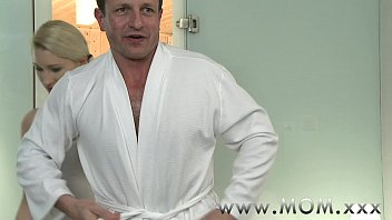 mummy blondie cougar paws more than just his back