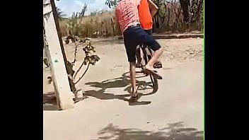 novinhos transando na bicicleta com guarana