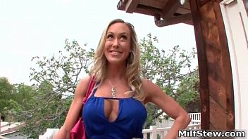 Sexy milf in a short blue skit showing